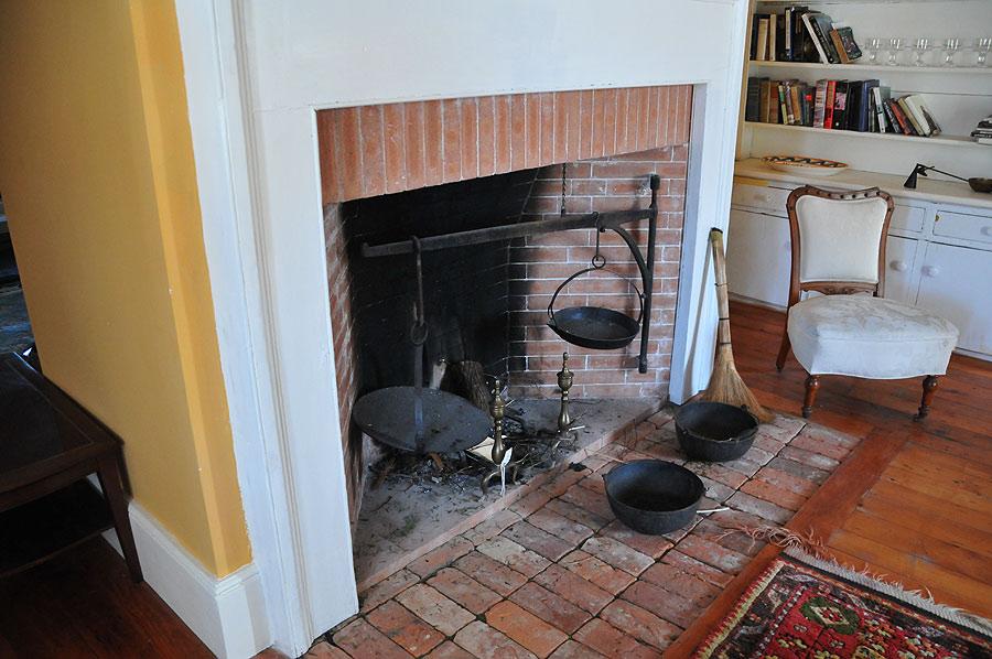 Diningroom-fireplace